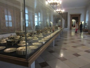 Roomd of gold plate tableware